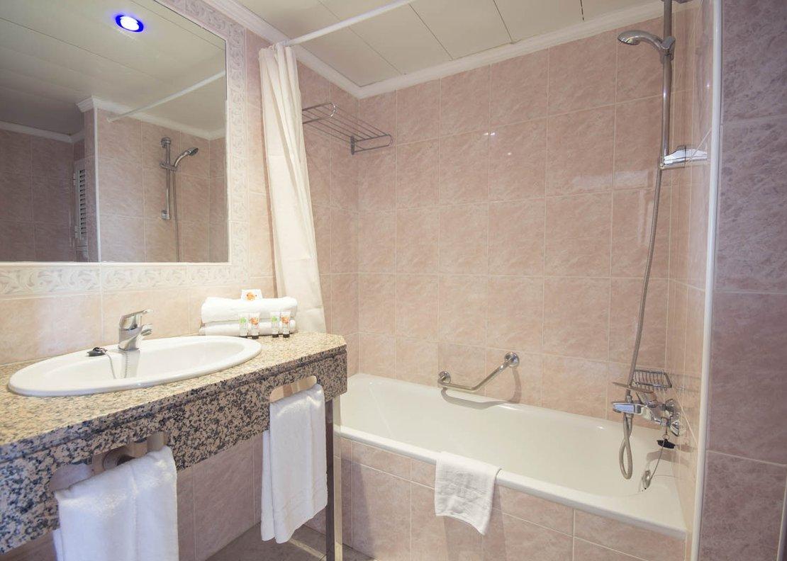 Habitación Doble Vista Piscina-5