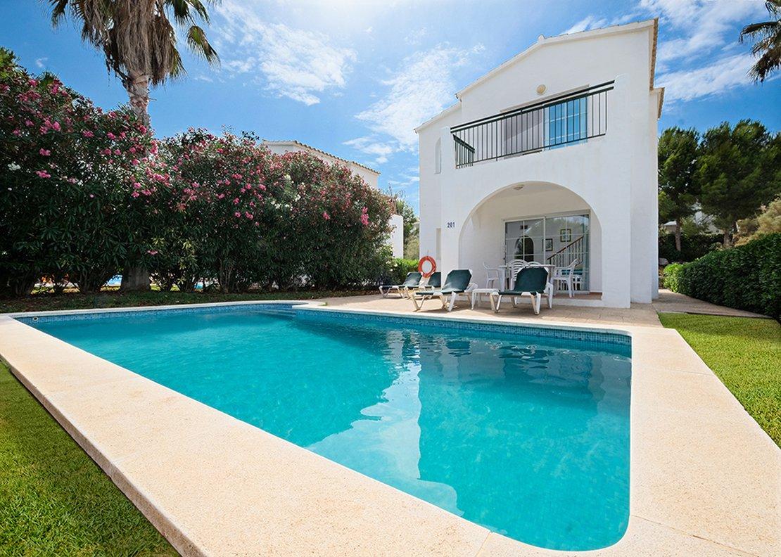 Villa de 3 dormitorios con piscina-1