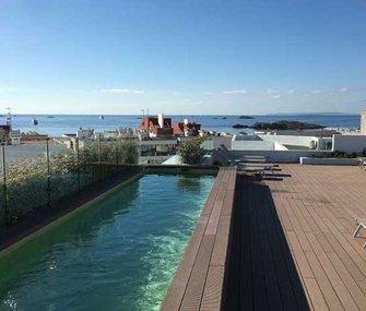 Nuestros apartamentos en Figueretas, Ibiza, con terraza-solárium y piscina en la azotea