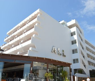 Discover our apartments on the seafront of the beach of Figueretas, Ibiza