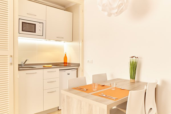 Accommodation in San Antonio, IbizaApartments San Antonio town, Ibiza. Mar i Vent Apartments Sibiza Group