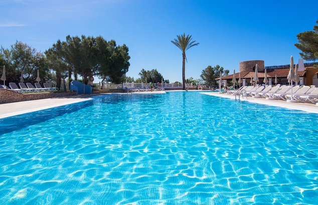 Welcome to the azuLine Club Cala Martina Ibiza, our hotel in Es Canar, Ibiza