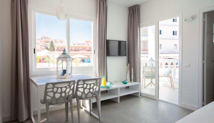Alojamiento Perfecto en San Antonio, IbizaApartamentos de lujo en San Antonio, Ibiza - The Beach Star, Grupo Star Resorts