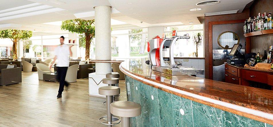 Lounge Bar-2