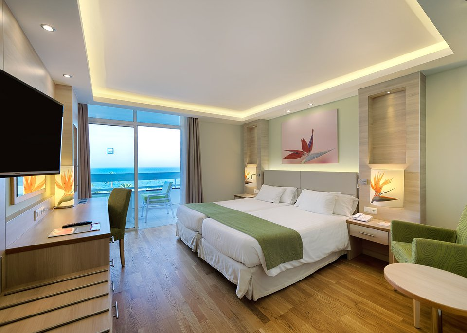 Standar room sea view high floors-2