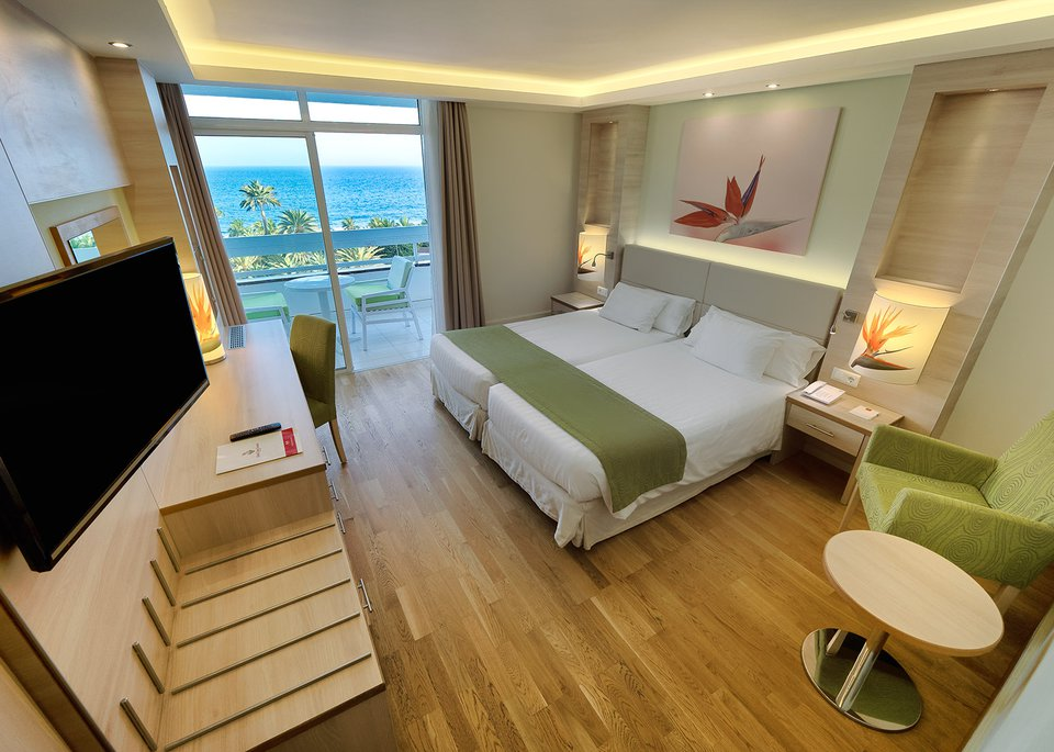 Standar room sea view high floors-3