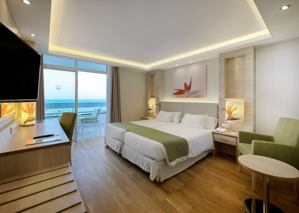 Standar room sea view high floors-1