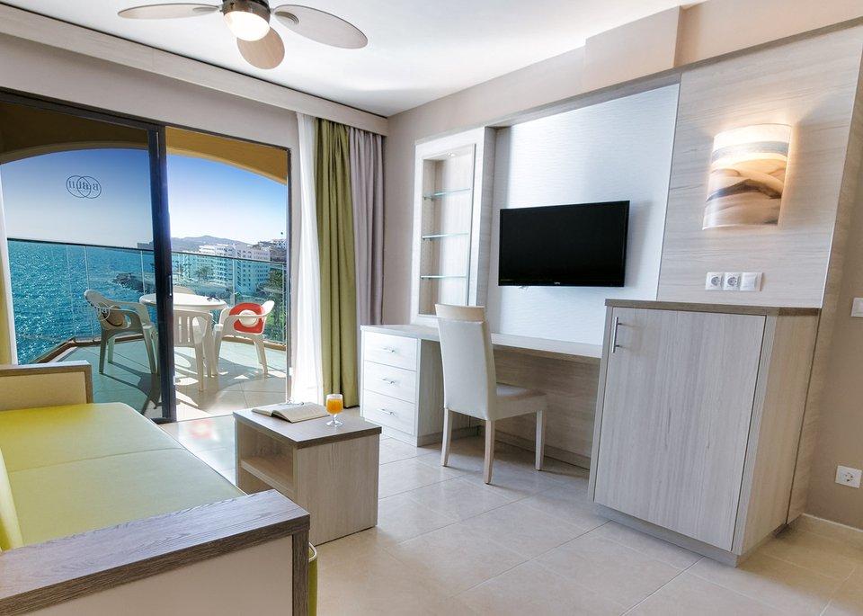Double Room High Floor-4