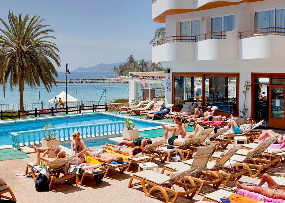 Apartamentos Mar y Playa-3