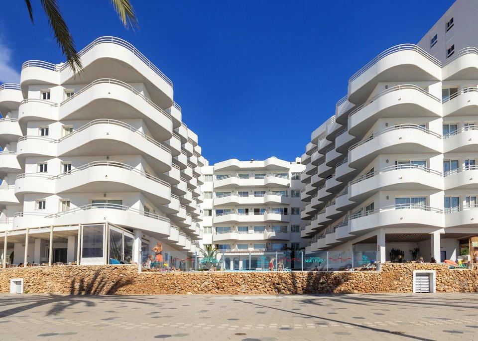 Apartamentos Mar y Playa-1