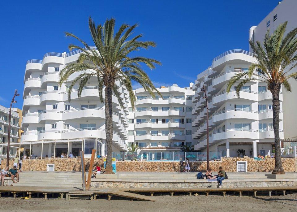 Apartamentos Mar y Playa-2