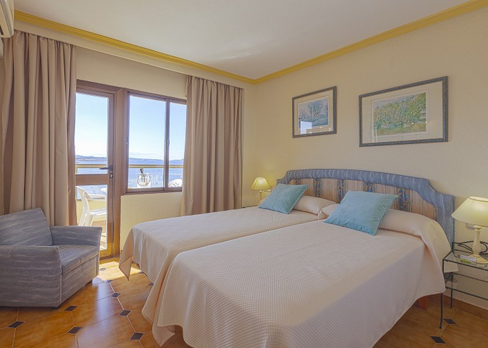 Classic 1 Bedroom Apartment with Sea View-2