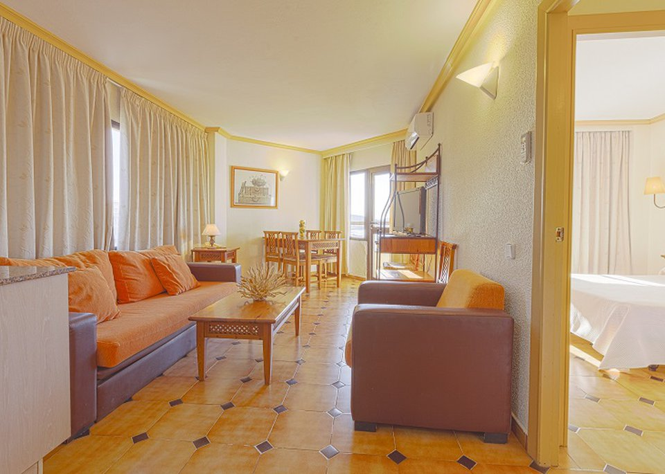 Classic 2 Bedroom Apartment with Sea View-7