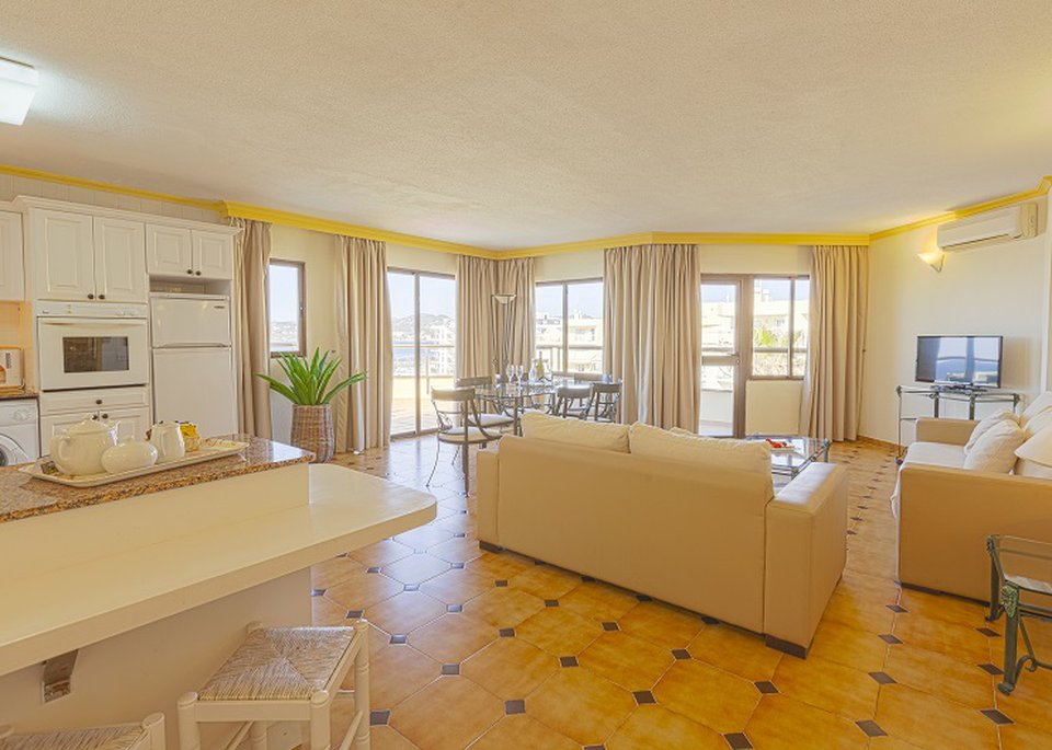 Classic Superior 2 Bedroom Apartment with Sea View and Large Terrace-6