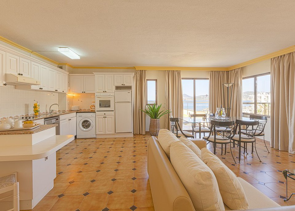 Classic Superior 2 Bedroom Apartment with Sea View and Large Terrace-4