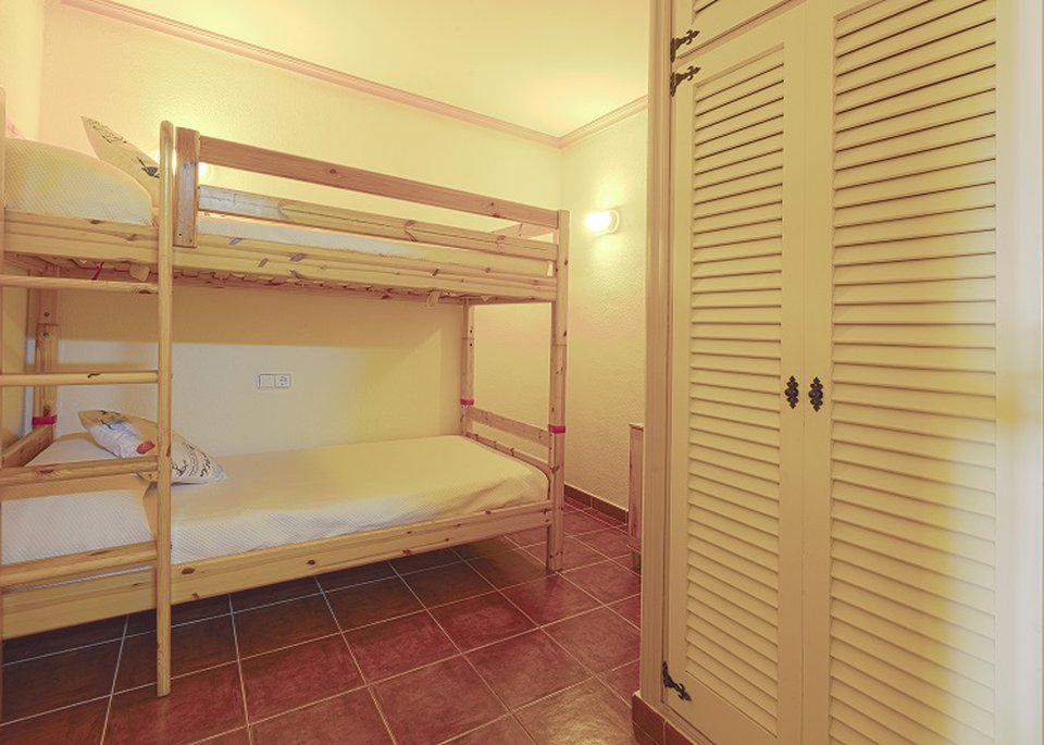 Family 2 Bedroom Apartment with Sea View and Bunk Beds-3