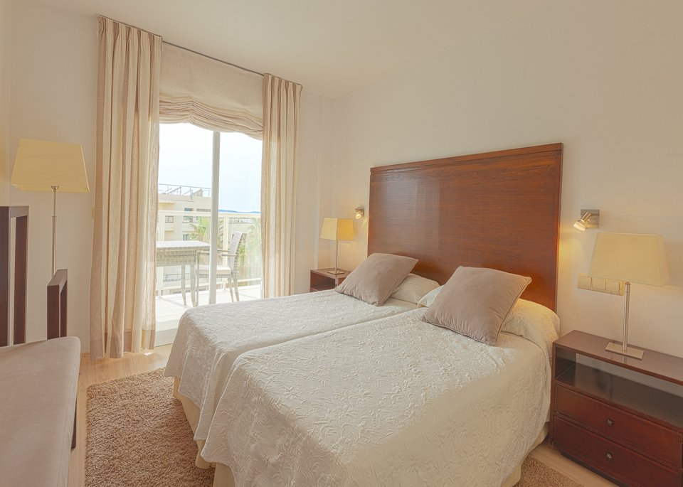 Deluxe 1 Bedroom Apartment with Sea View-4