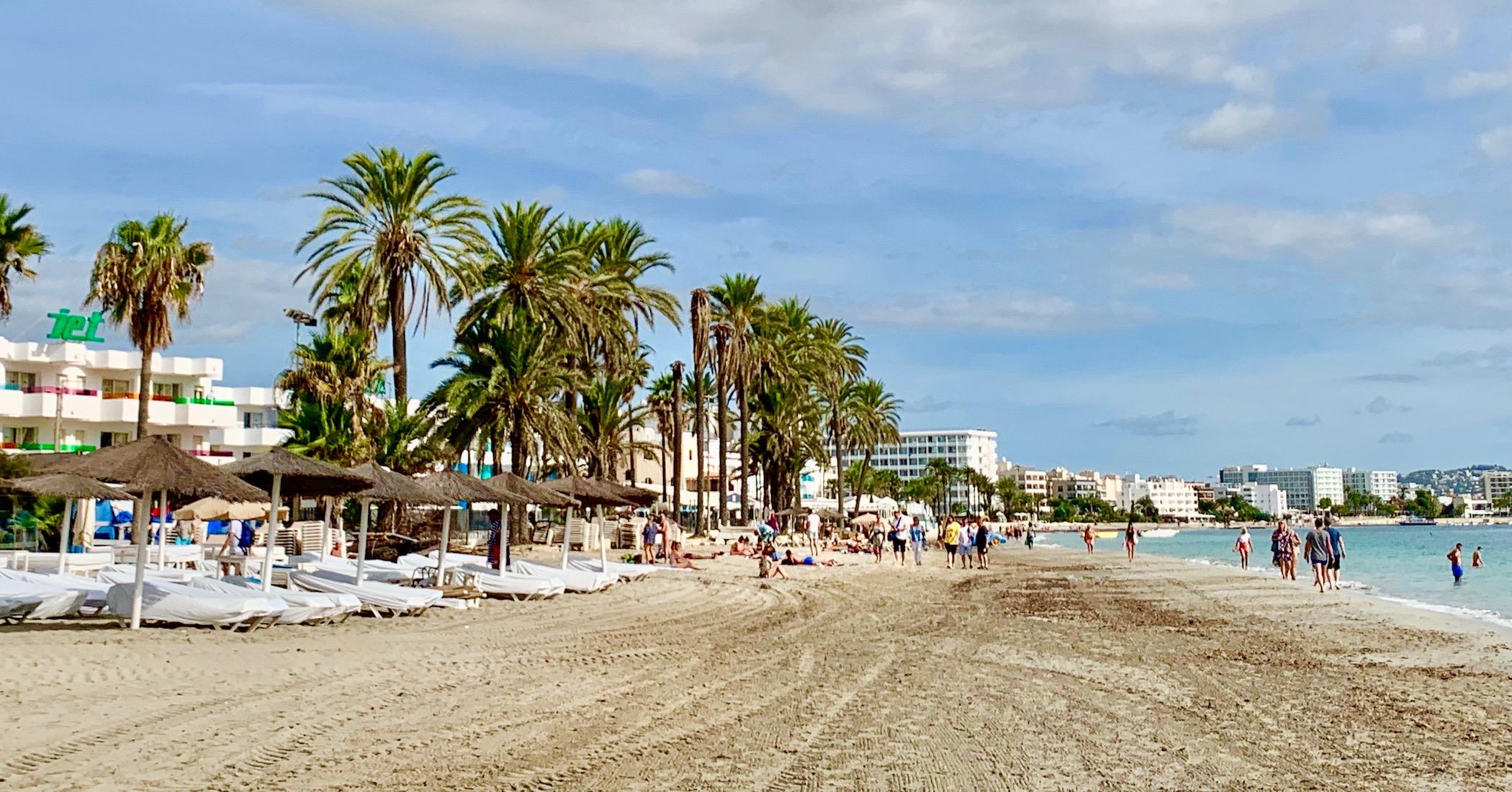 Imagen: playa den bossa ibiza