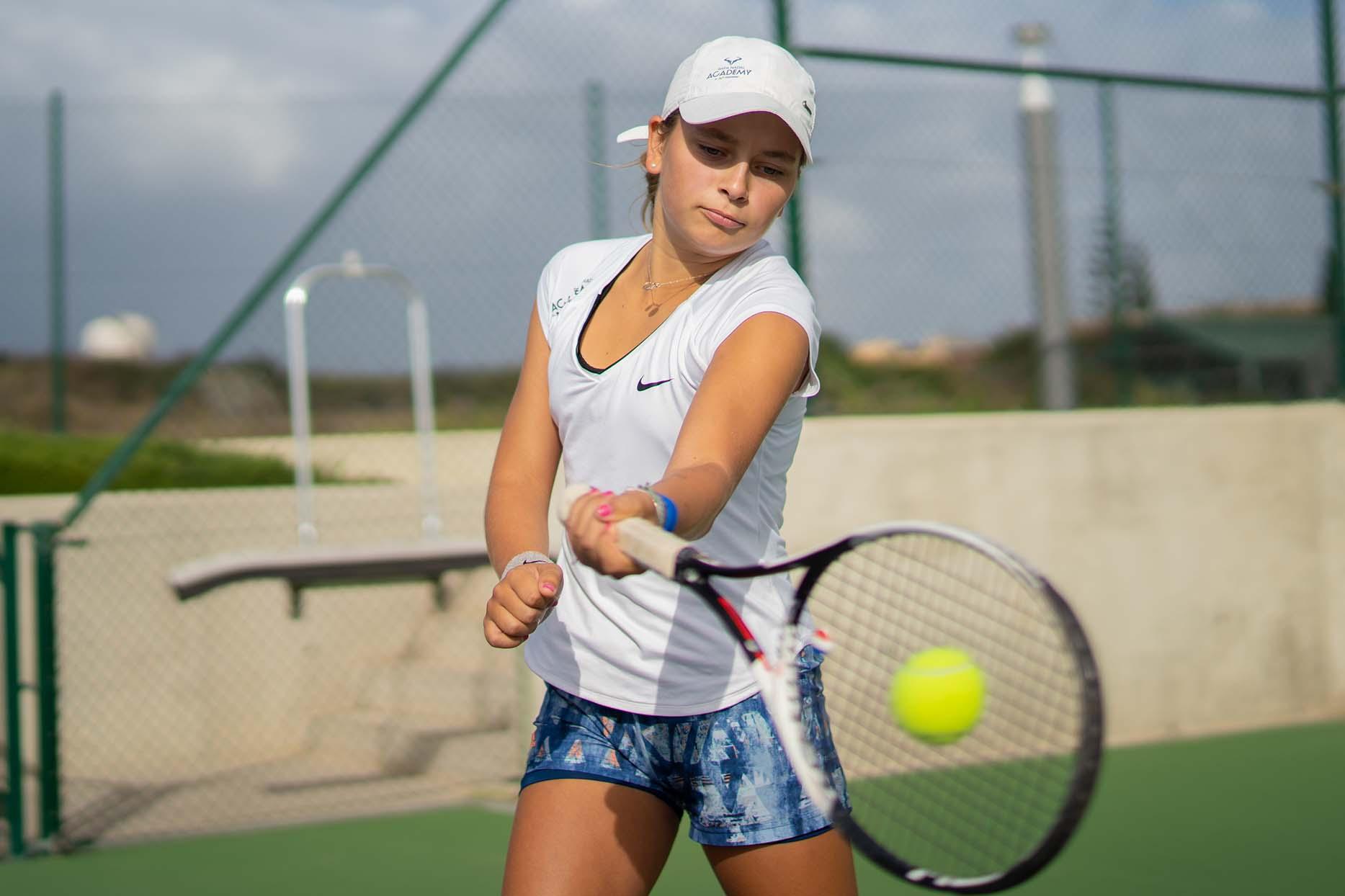 Lesiones de muñeca en el tenis: el giro al golpear la bola también influye