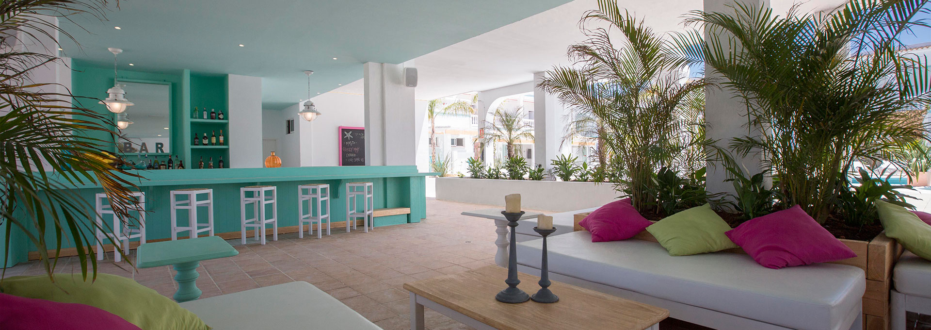 https://images.neobookings.com/cms/thebeachstaribiza.com/section/contact-and-location/pics/contact-and-location-8w6d8y1471.jpg