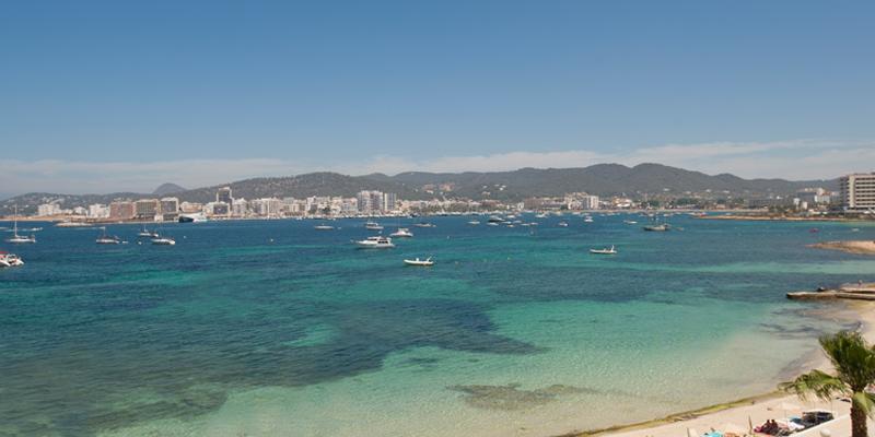 Scopri i nostri appartamenti e hotel nella Baia di Sant Antoni | Playasol Ibiza Hotels