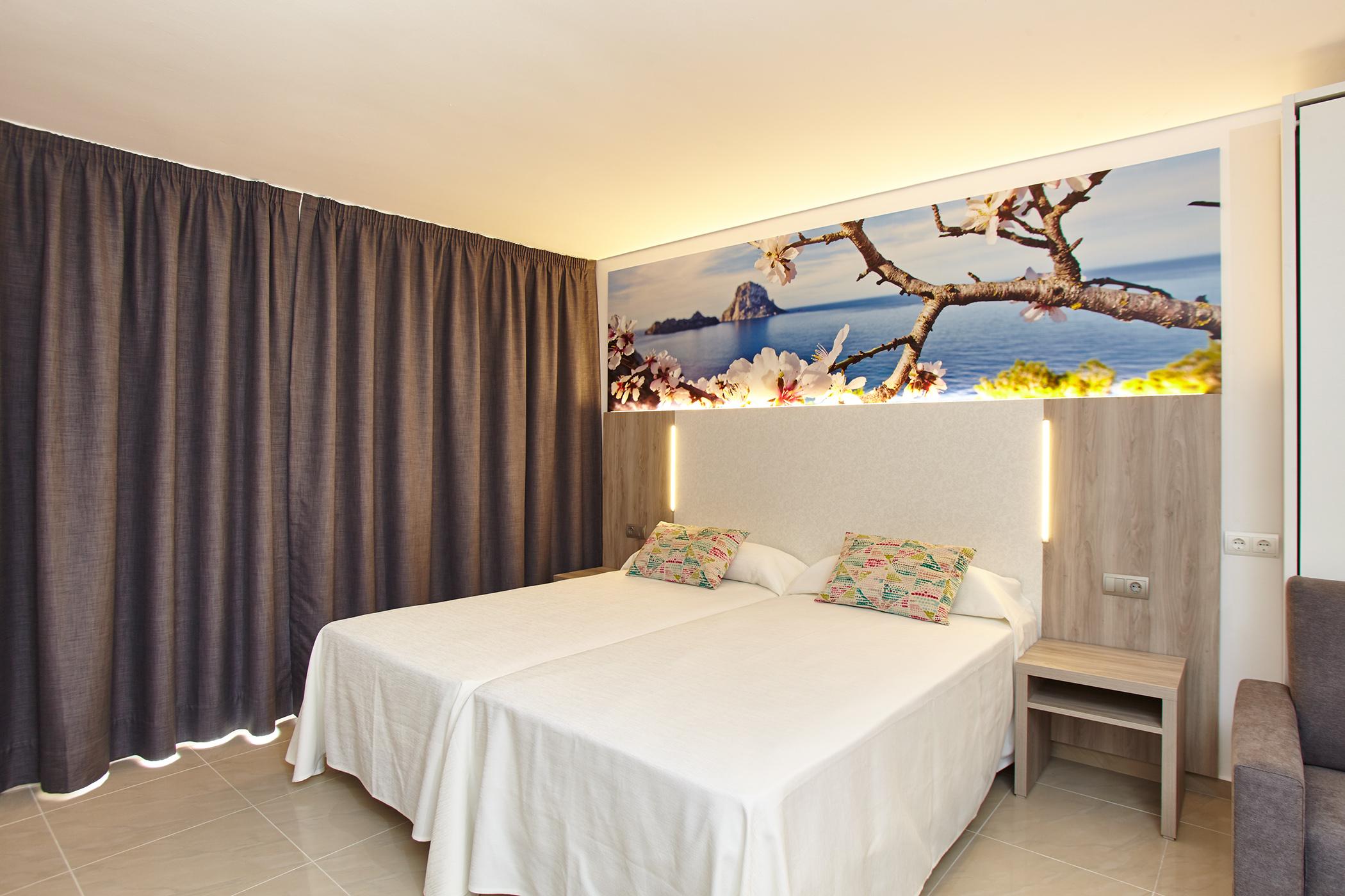 Billige Unterkunft in San Antonio, IbizaApartments San Antonio town, Ibiza. Mar i Vent Apartments Sibiza Group