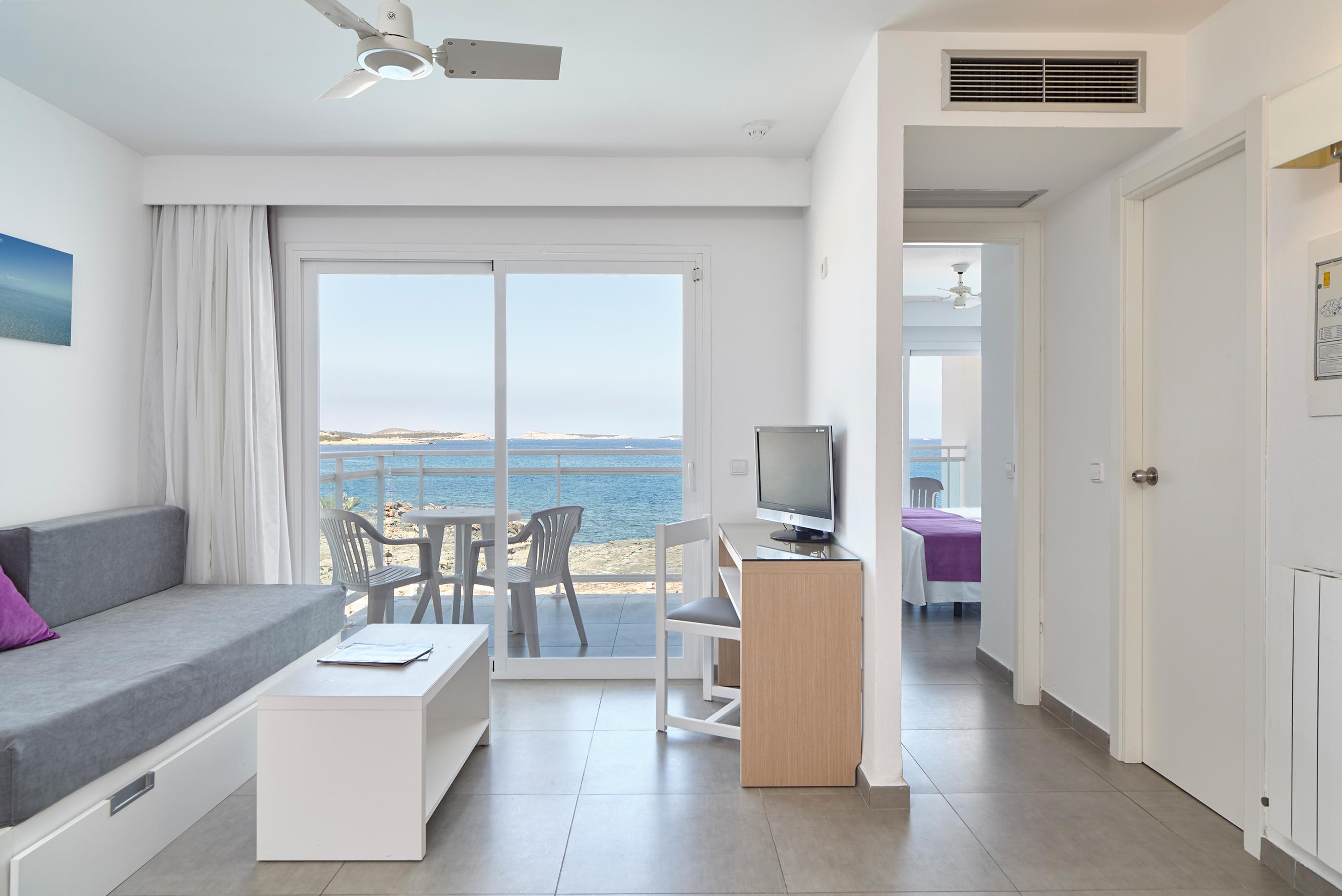 Unterkunft in der Bucht von San Antonio, IbizaFotogalerie Aparthotel / Apartments in San Antonio Bay. Aparthotel Nereida Grupo Sibiza